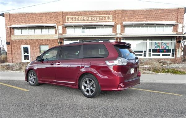 2015 Toyota Sienna - daycare 3 - AOA1200px