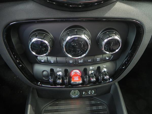 2016 BMW Mini Cooper Clubman - interior 5 - AOA1200px