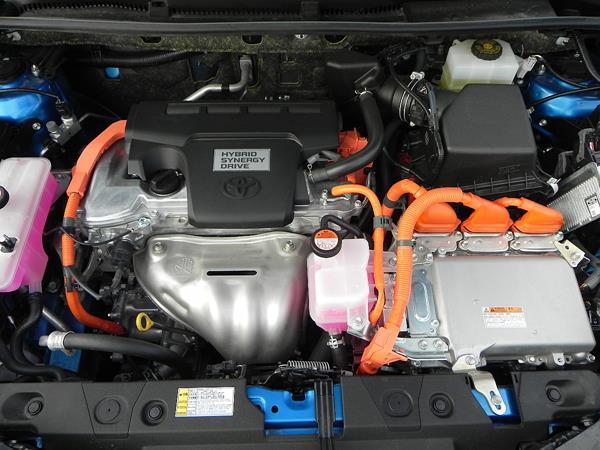 2016 Toyota RAV4 Hybrid - engine - AOA1200px