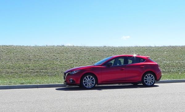 2016 Mazda Mazda3 - 2 - AOA1200px