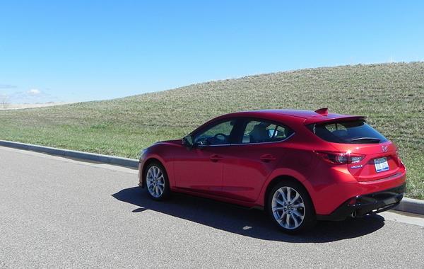2016 Mazda Mazda3 - 3 - AOA1200px