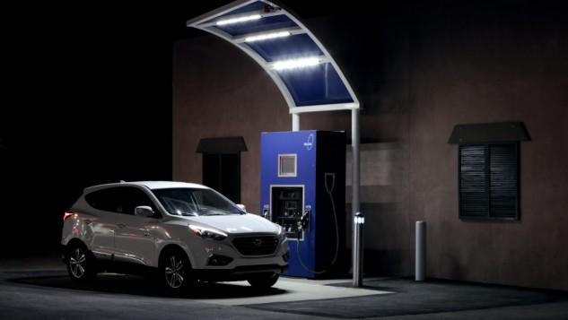 Hyundai Tucson charging at True Zero Coalinga station