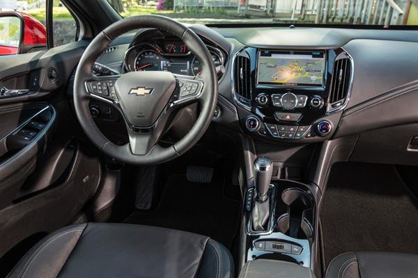 2016-Chevrolet-Cruze-035