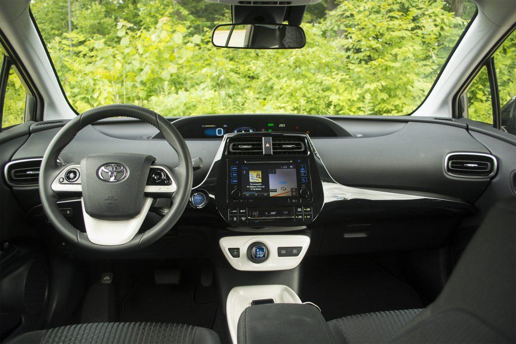 2016 Toyota Prius Three 10