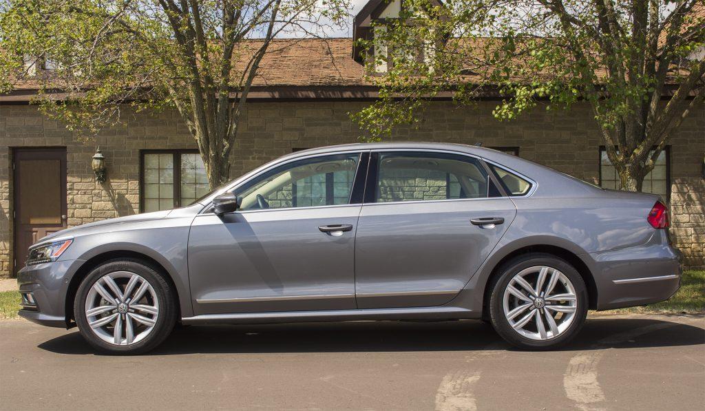 2016 Volkswagen Passat V6 SEL Premium 2