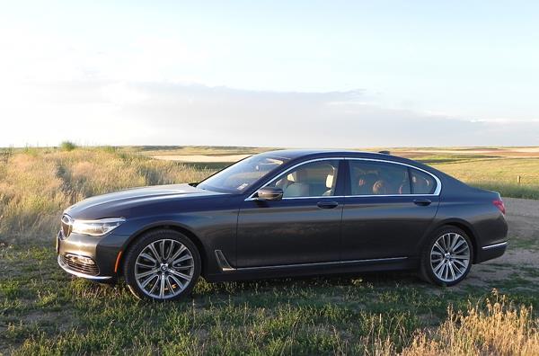 2016 BMW 750i - 11 - AOA1200px