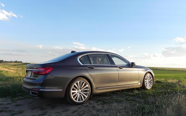 2016 BMW 750i - 5 - AOA1200px