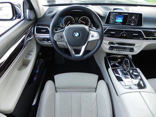 2016 BMW 750i - interior 4 - AOA1200px