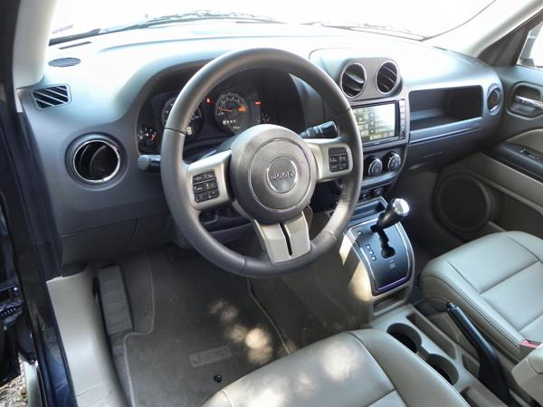 Jeep Patriot - interior 1 - AOA1200px