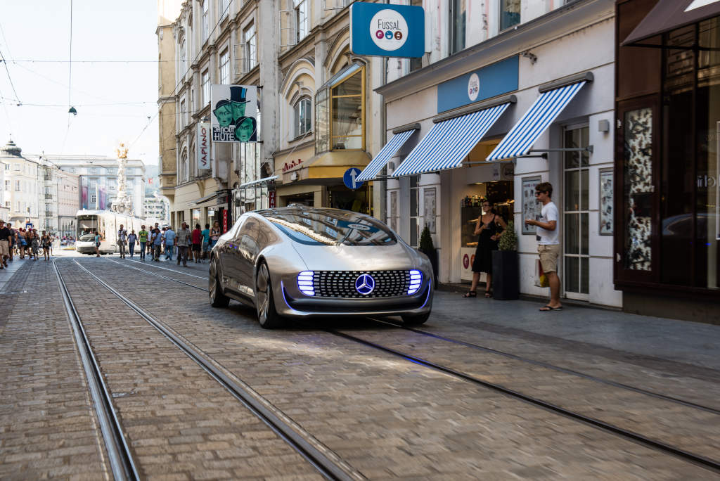 KBB Study Finds Consumers Not Yet Ready for Self-Driving Cars