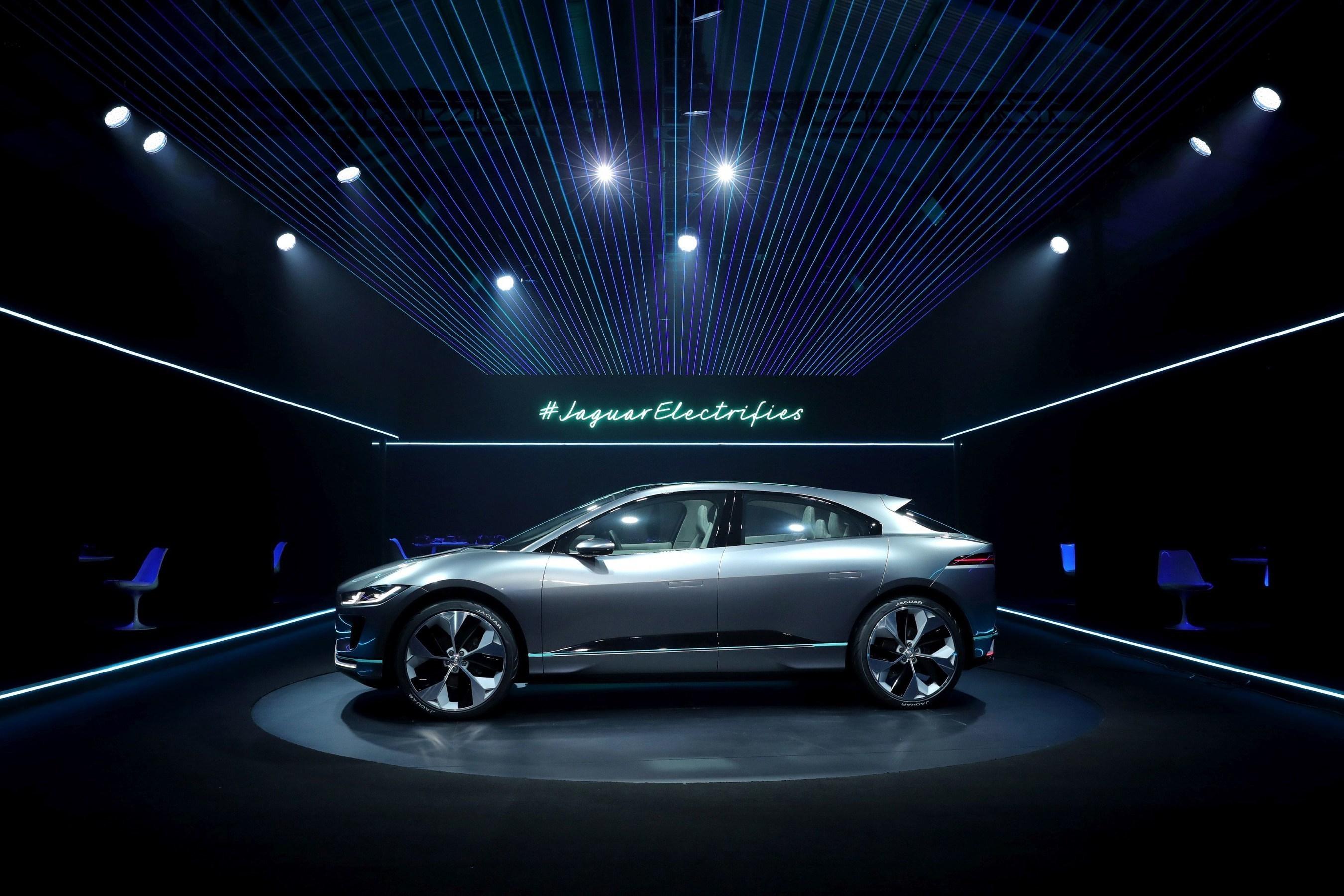 myautoworld jaguar autonews dav debuts in angeles com xe dealership los