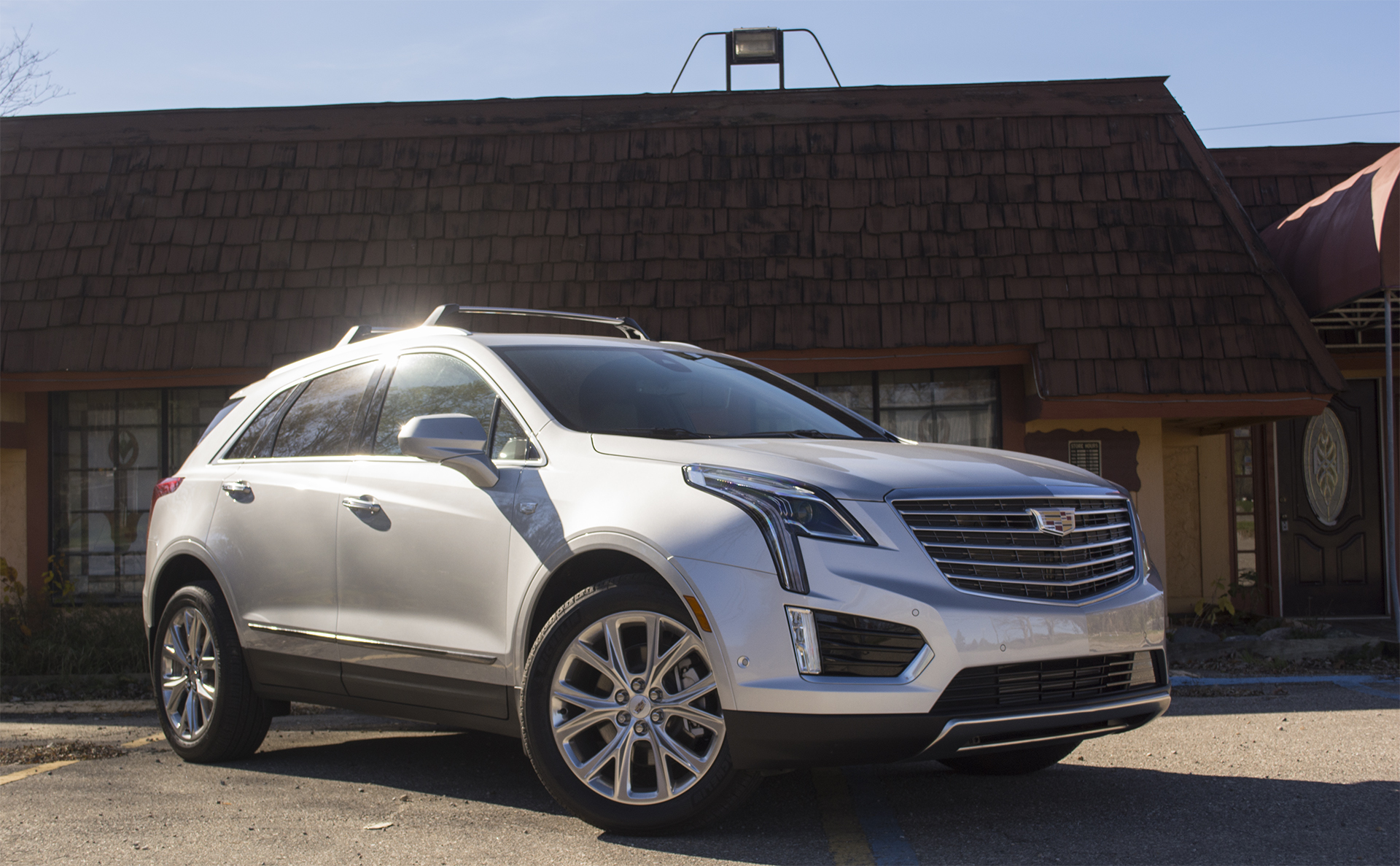 review 2017 cadillac xt5 wonders where it fits in. Black Bedroom Furniture Sets. Home Design Ideas