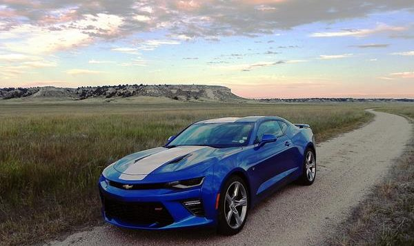review 2017 chevrolet camaro a fast road ready looker. Black Bedroom Furniture Sets. Home Design Ideas