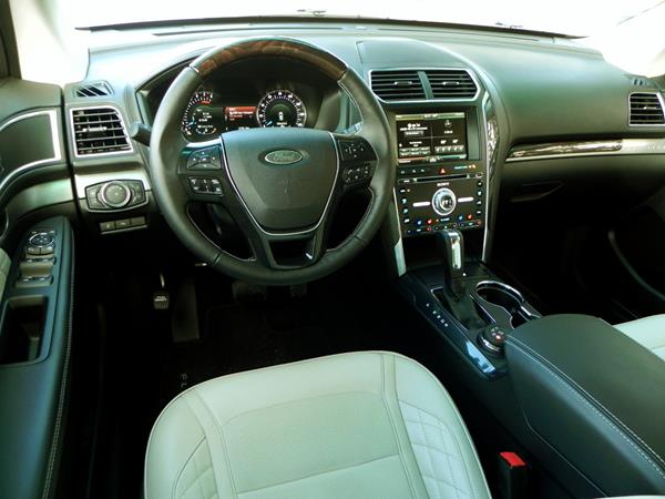 ford-explorer-interior-8-aoa1200px