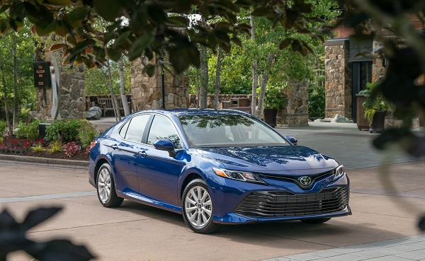 2018_toyota_camry_le_blue-34