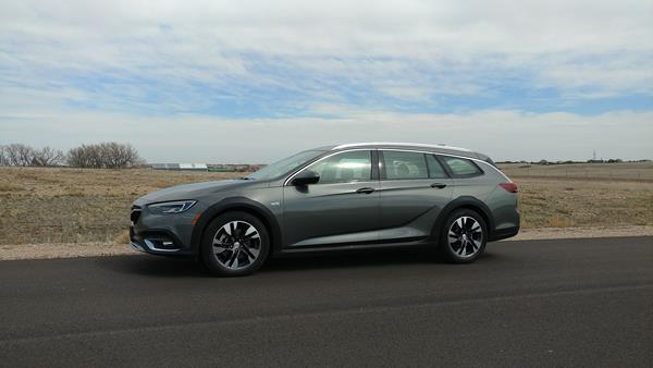 2018-buick-regal-tourx-1