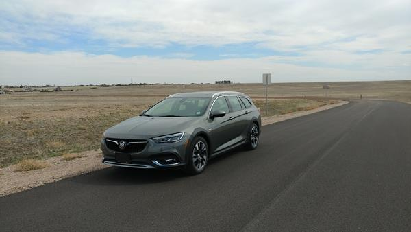 2018-buick-regal-tourx-2