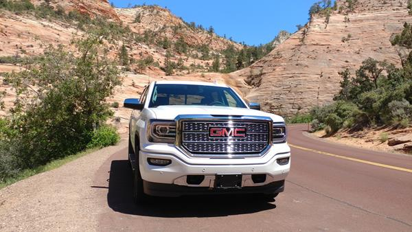 2018-gmc-sierra-denali-in-zion-canyon-2