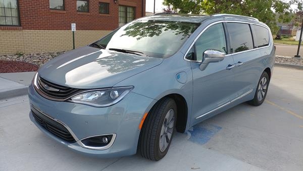 2017-chrysler-pacifica-hybrid-2