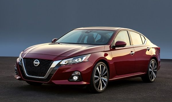 The all-new Altima takes its inspiration from the award-winning Nissan Vmotion 2.0 concept, which debuted at the 2017 North American International Auto Show in Detroit. Like the show car, the production Altima attracts immediate attention with its athletic stance and proportions – lower, wider and more dynamic than previous generations, thanks in part to new platform packaging and the use of two new low-profile engine designs.