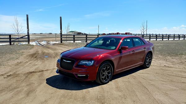 2019-chrysler-300s-2