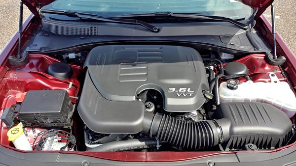 2019-chrysler-300s-engine