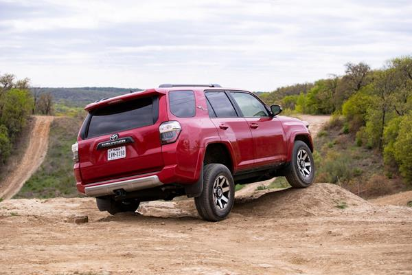 2019_4runner_trd_off_road_06_17c32570d68858afc7411a83baf6e8cd7f92de4f-1500x1000