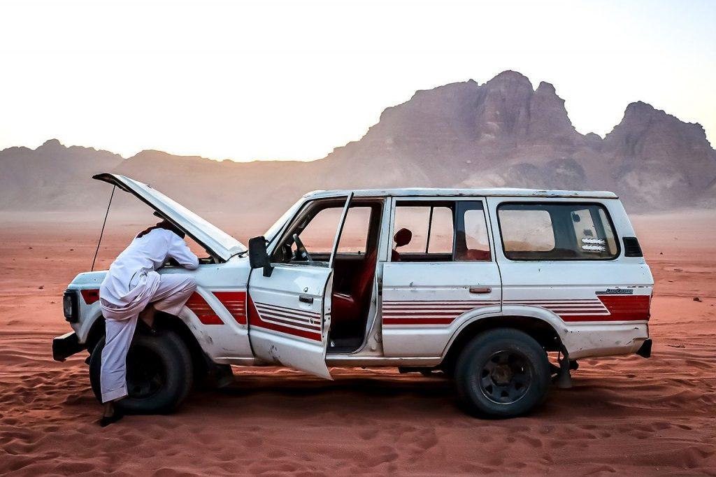 car-repair-4836140_1280